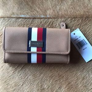 New Tommy Hilfiger Wallet